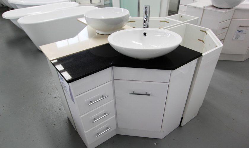 corner_bathroom_vanity