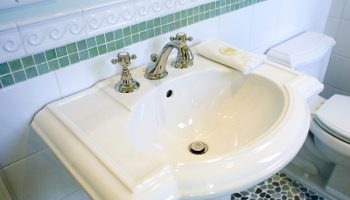 bathroom_pedestal_sink